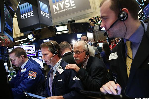 Stocks Extend Gains as Wall Street Mulls Possible Rate Hike