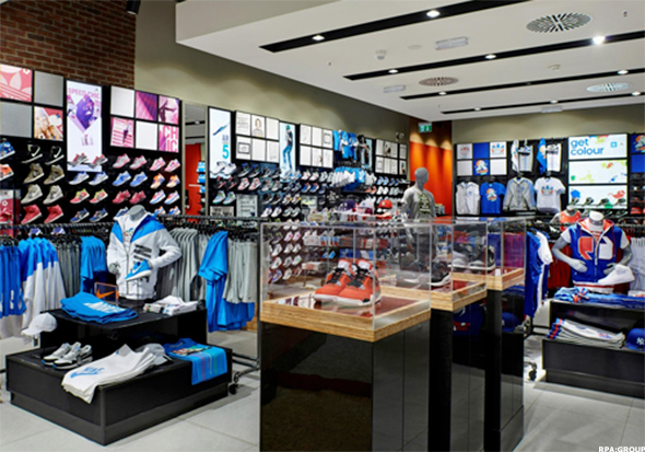 b7116fe3ae7891 Apparel represented 21% of Foot Locker s total sales in 2014 compared to  28% back in 2004. Johnson said last year likely was the