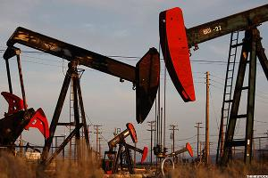 Chevron, Exxon Mobil Lag Crude Oil on Declining Momentum in the Energy Sector