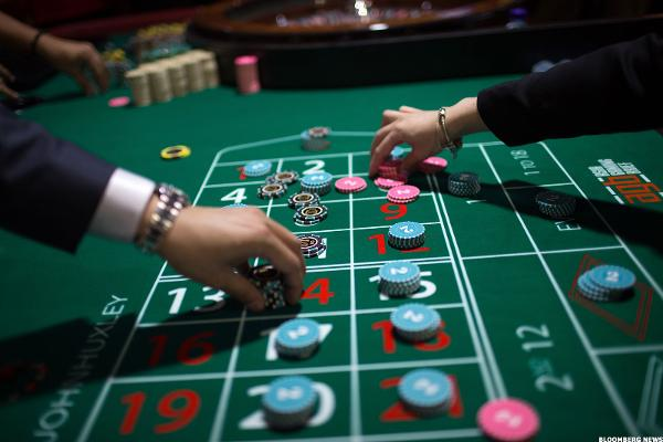 Casino Stocks Plunge as China Limits Macau ATM Withdrawals