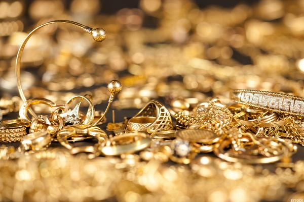 Goldcorp (GG) Stock Lower as Gold Prices Fall