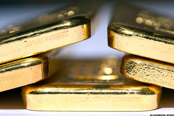 Barrick Gold (ABX) Stock Falls as Gold Prices Slide