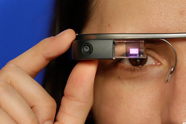 Apple's Smart Glasses Can Succeed, But It Has to Move Fast to Beat Microsoft and Facebook