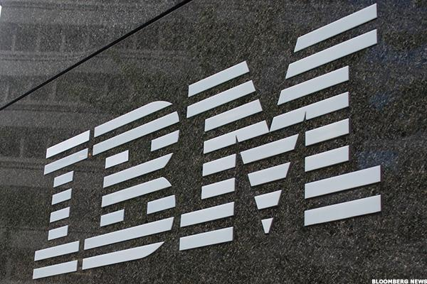 Cramer: With Buffett's IBM Stake Shrinking, Big Blue Could Make a Big Buy