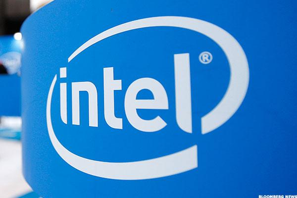 Intel (INTC) CFO Smith Discusses Yearly Growth After Mixed Q2 Report on CNBC