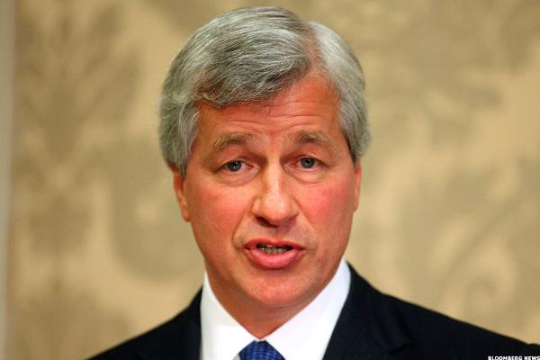 JPMorgan CEO's Plan to Stay Five Years Shows He's Up for Another Crisis