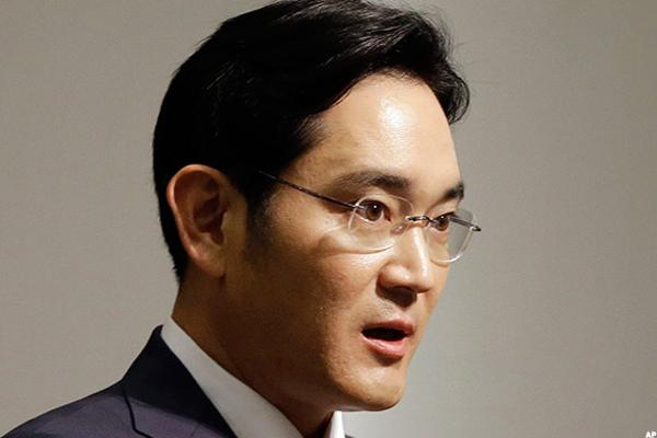 Samsung, Korean Giants Face Pressure to Change as President Agrees to Step Down