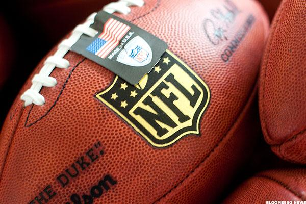 CBS Spikes on NFL Plan, Partners' Shares Rise Amid Hulu's Ad-Free Service: Telecom Winners & Losers