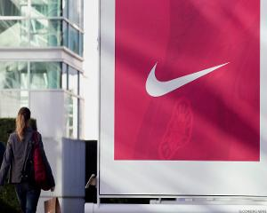 Nike Struggling, Pullback May Be Ahead