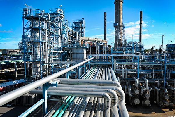 Gas Refiners Are Still Drowning in Surplus