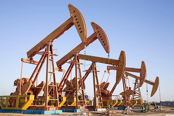 Goldman Sachs Picks 9 Oil Stocks for 'Just Right' $35 Crude