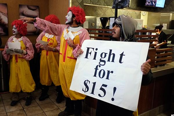 New York Boosts Fast-Food Minimum Wage to $15 to Aid Economy