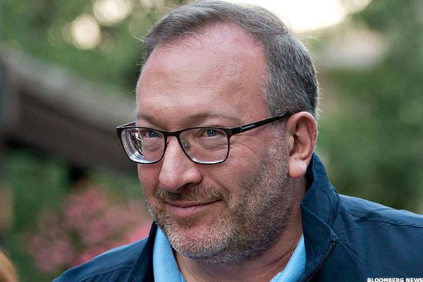 Hedge Fund Billionaire Seth Klarman Backs Clinton, Calling Trump 'Shockingly Unacceptable'