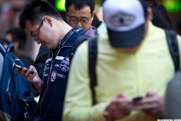 Your Obsession With Apple, Android and Samsung Smartphones Could Be Making You Chronically Tired