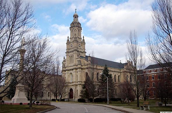 أسهل الجامعات التي يمكنك الحصول على قبول منها في امريكا - سانت ماري