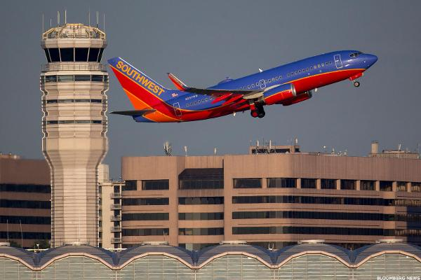 Southwest Airlines Posts a Rare Loss, Here's How to Trade It