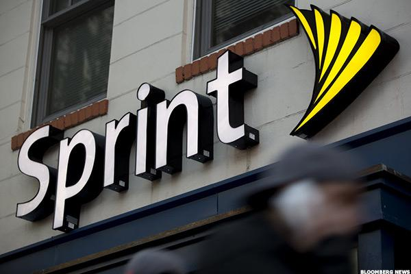 Sprint Touts Progress, but Larger Concerns Pull Its Stock Down 6%