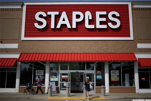 Staples Meets Estimates but Swings to a Loss in the Second Quarter