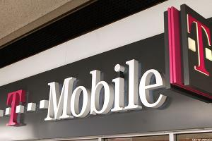 Here's How T-Mobile Is Winning Market Share From Verizon, AT&T
