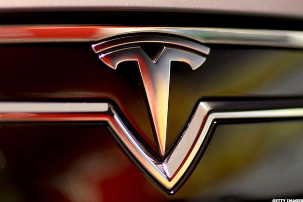 Tesla (TSLA) Stock Lower, SolarCity Deal May Be Delayed on Lawsuits