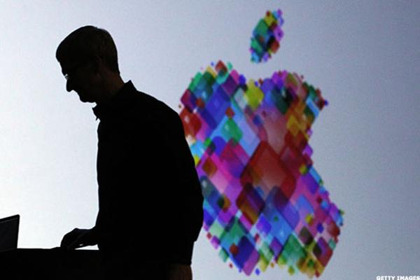 Apple, Micron Shares Fall; Fitbit Powers Up -- Tech Roundup