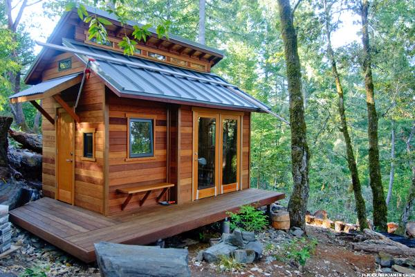 nine months after hannah crabtree started designing her tiny house on wheels she was able to move into her new two story home comprised of a loft bedroom - Two Story Tiny House