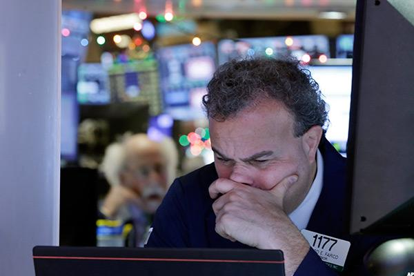 Stocks Fall as Wall Street Can't Shake Geopolitical Concerns