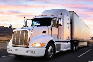 Read These Charts as Trucker J.B. Hunt Reports Earnings in Bull Market Territory