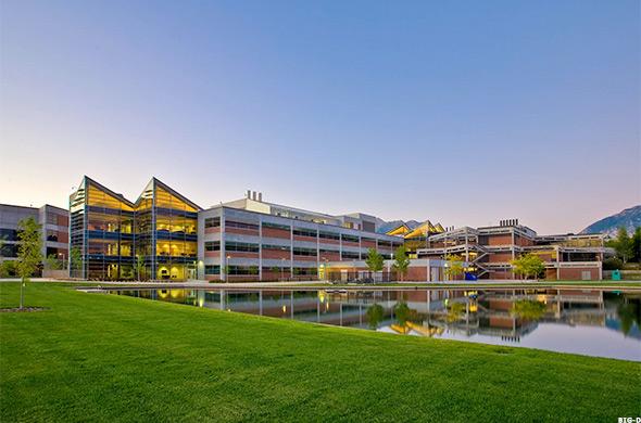 أسهل الجامعات التي يمكنك الحصول على قبول منها في امريكا - جامعة سهل يوتا