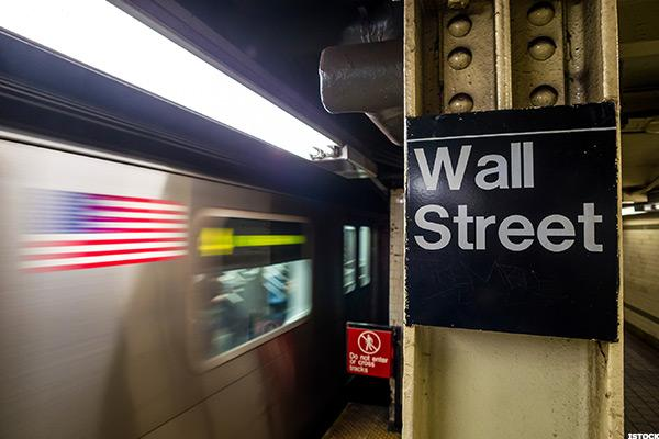 Stocks Slide as Oil Settles Barely Above $43