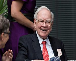 Warren Buffett Announces His 16th eBay Power Lunch Auction