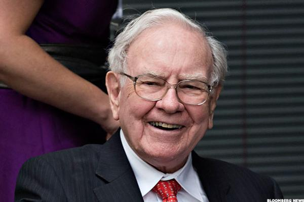 Warren Buffett Says Pace of U.S. Economic Growth is 'Pretty Damn Good'