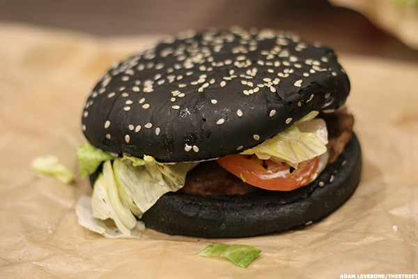 Here's What Burger King's New Black Whopper for Halloween Tastes ...