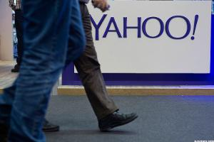 AT&T Bids for Yahoo!'s Internet Business, but Will Have to Battle Verizon for It